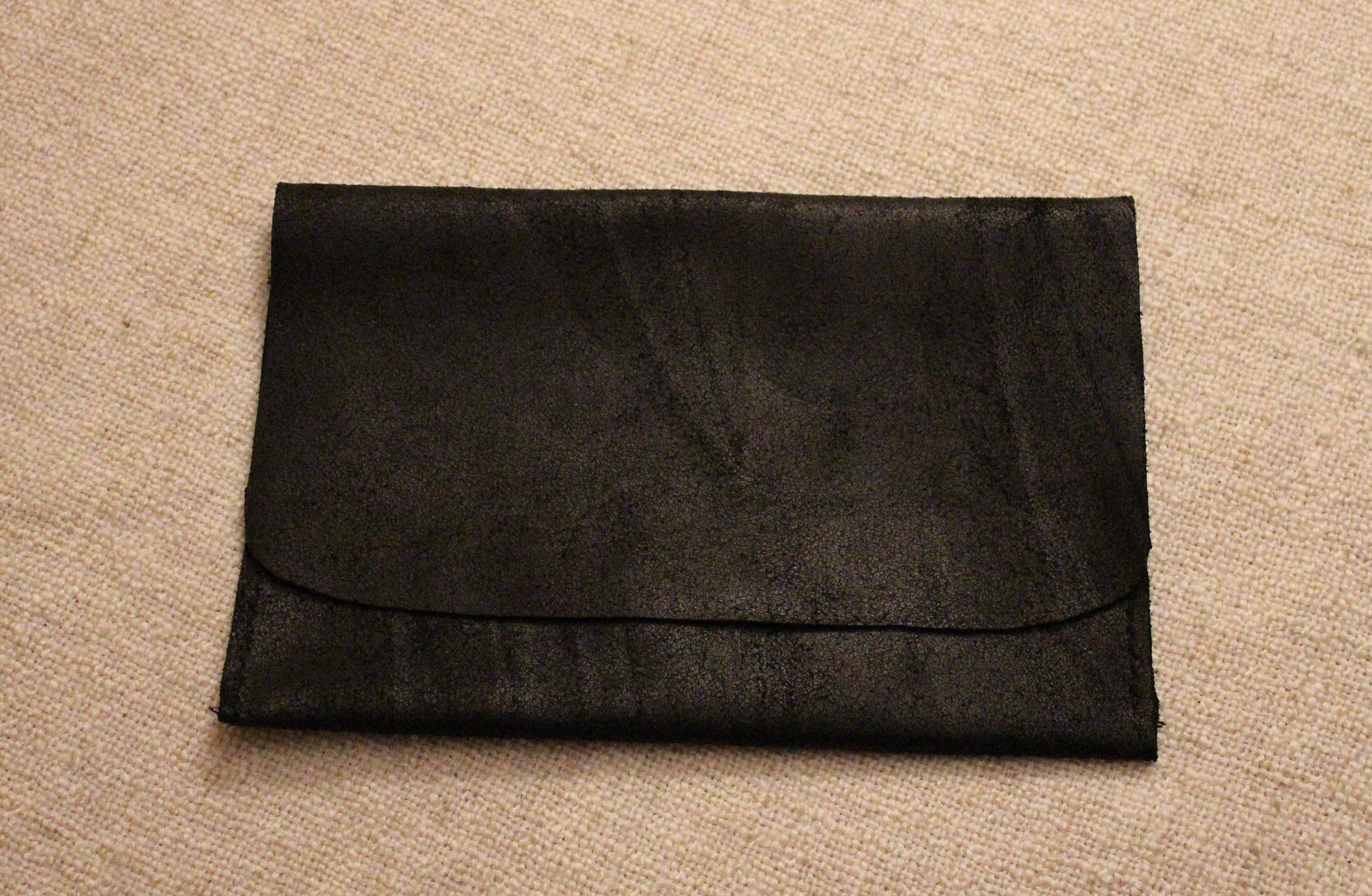 diy la pochette en cuir pour ipad mini fais le toi m me lapetitemaisoncouture. Black Bedroom Furniture Sets. Home Design Ideas